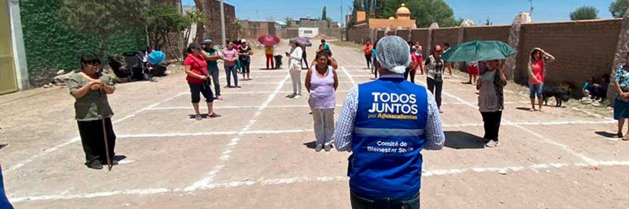 ADMINISTRACIÓN DE TERE JIMÉNEZ LLEVA ALIMENTO A FAMILIAS QUE TRABAJAN EN LADRILLERAS